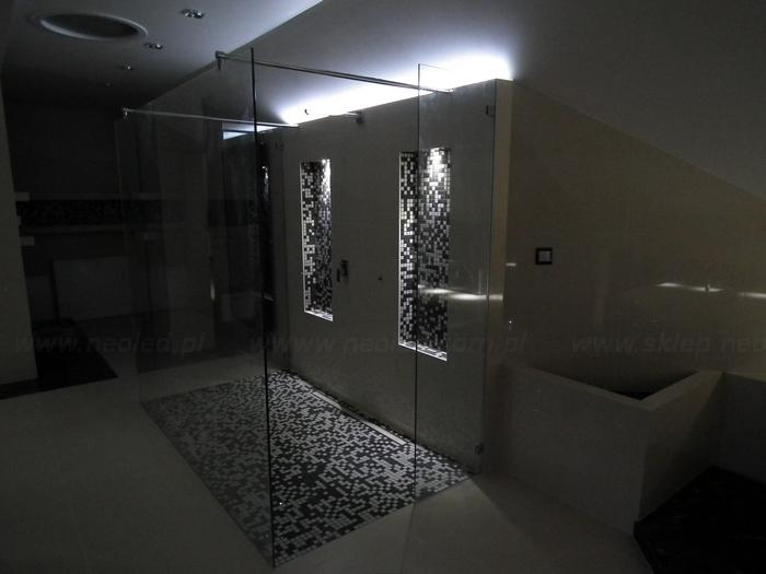 lampka nad prysznicem